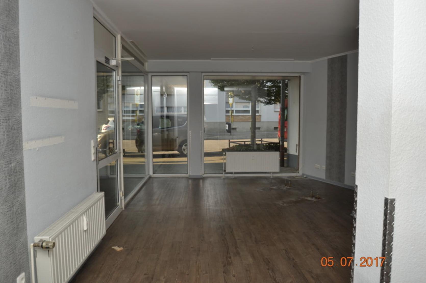 Schöne Büro-, Geschäftsräume an belebter Einkaufsstraße!!